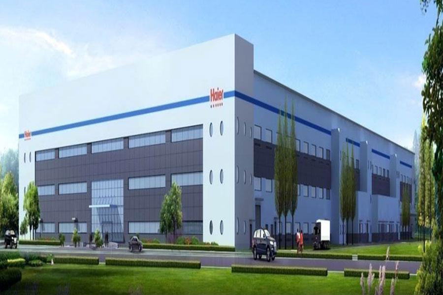 青岛海尔(胶州)空调器有限公司,位于胶东半岛的海尔国际工业园内,于2011年建成投产,拥有8万平方米厂房。胶州空调在设计时采用低碳、环保高效的设计理念,同时引进世界最先进的制造、检测室设备。 胶州空调为全球首家模块化家电生产基地;融合模块化采购、制造、检测为一体,将空调划分为冷媒、电器、送风、结构、附件五大模块;拥有8条现代化整机生产线,年生产能力300万套,人均效率1.